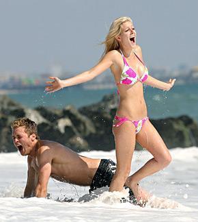 Heidi Montag, Spencer Pratt Play On Beach