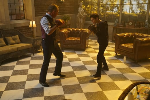 The Fight is On - Gotham Season 3 Episode 3