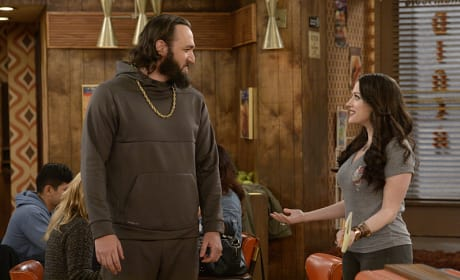 Chaos on the Court - 2 Broke Girls
