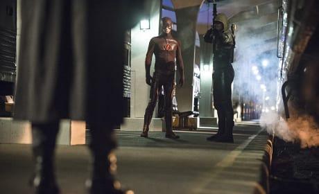 Help Arrives - Arrow Season 3 Episode 8