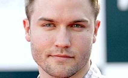 Scott Porter Rumored For Brothers & Sisters Role