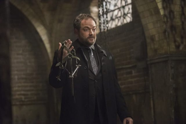Crowley and a weapon of torture? - Supernatural Season 12 Episode 15