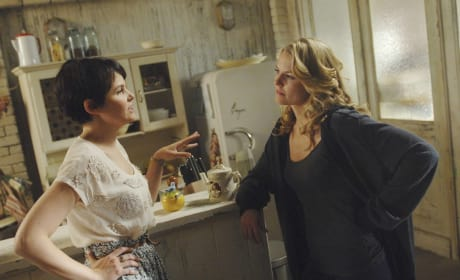 Mary Margaret and Emma - Once Upon a Time Season 1 Episode 7