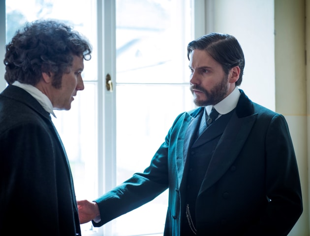 Unexpected Help - The Alienist Season 1 Episode 8