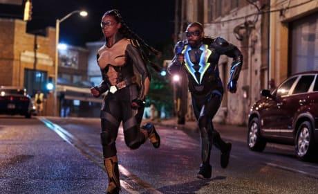 To The Rescue - Black Lightning Season 2 Episode 4