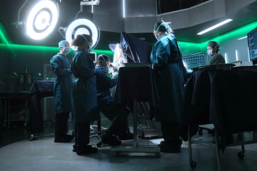 the doctors in the OR - The Good Doctor Season 1 Episode 4