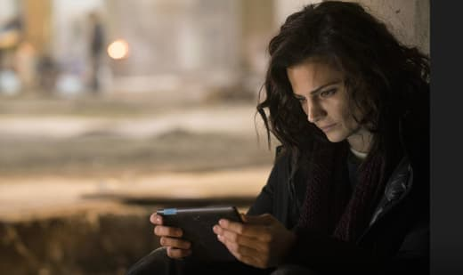 Emily Sees the Video - Absentia Season 1 Episode 8