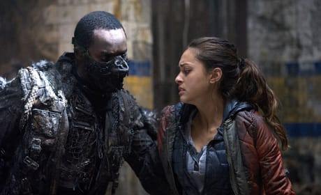 Hands Off - The 100 Season 2 Episode 9