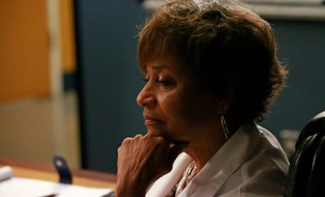 Weighing Her Options - Grey's Anatomy Season 12 Episode 1