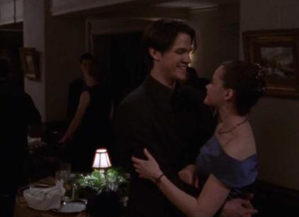 Watch Gilmore Girls Season 1 Episode 9 Online