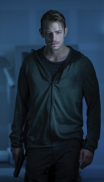 Erik's Last Stand - Hanna Season 1 Episode 8