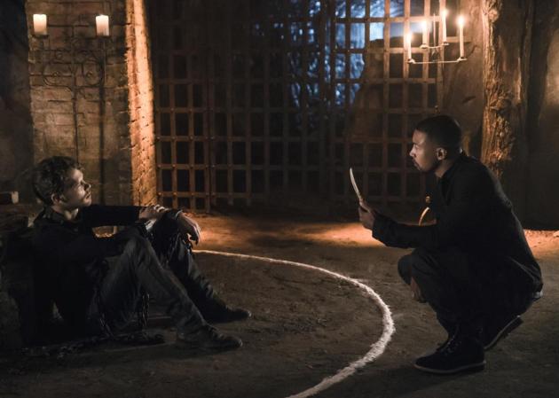 A Circle - The Originals Season 4 Episode 1