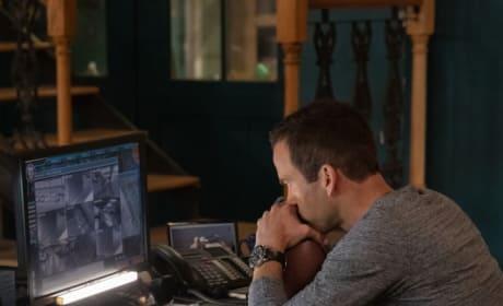 Tracking a Fugitive - NCIS: New Orleans Season 5 Episode 12