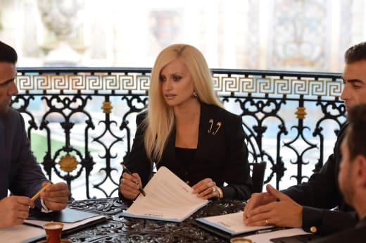 The Sister - American Crime Story: Versace Season 1 Episode 1