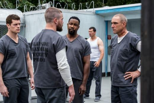 They Run This Yard - Arrow Season 7 Episode 2