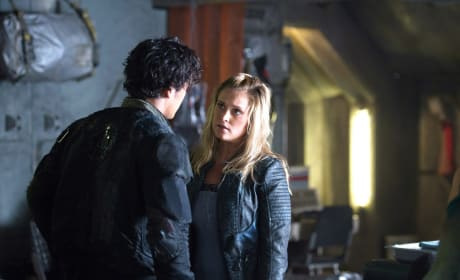 Bellamy & Clarke Looking Stressed – The 100 Season 4 Episode 3
