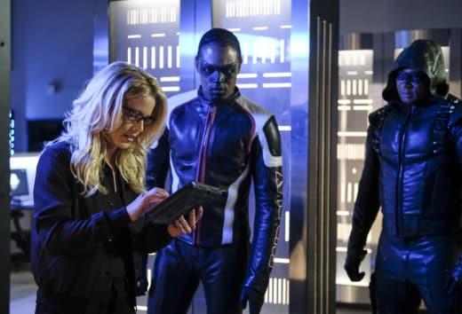 Can Felicity Get A Mask Too - Arrow Season 6 Episode 4