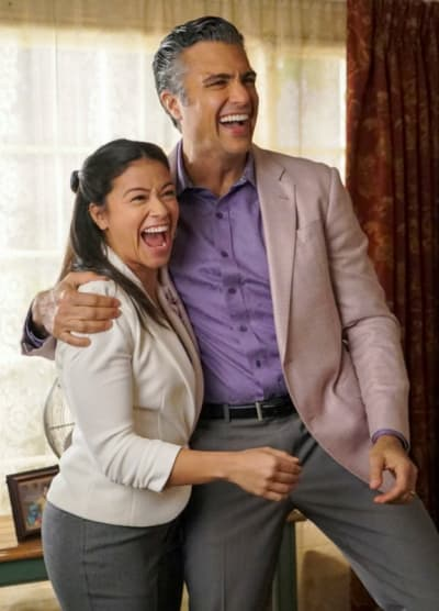 Pitching a Pilot - Tall - Jane the Virgin Season 5 Episode 9