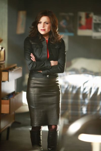 Regina Grieves for Robin - Once Upon a Time Season 5 Episode 22