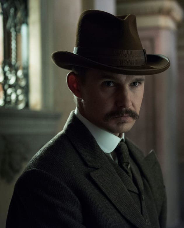 On the Move - The Alienist Season 1 Episode 5