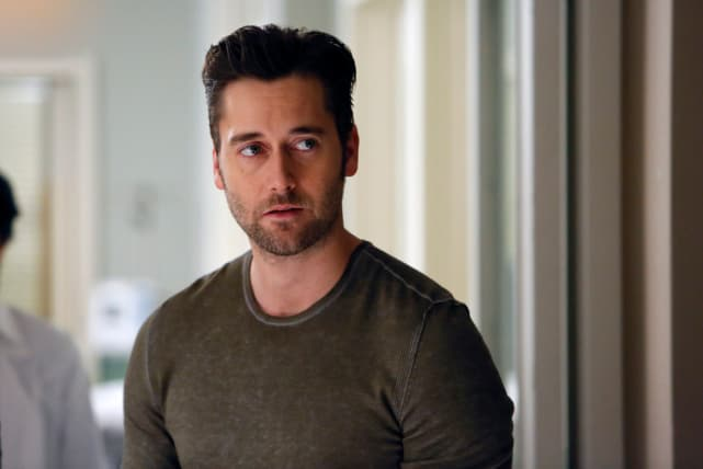 Tom looks concerned - The Blacklist Season 4 Episode 7