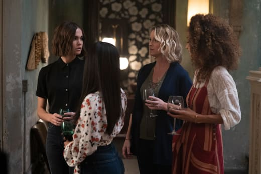 Maternal Touch - Good Trouble Season 1 Episode 5