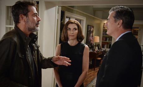 Peter Moves Back In - The Good Wife