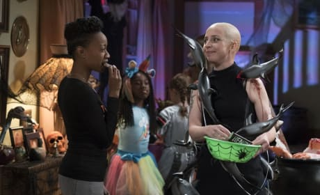 Becky's Unique Costume - The Conners Season 1 Episode 3