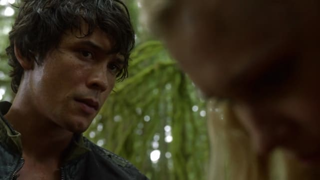 "Bellamy realizes he misjudged Clarke on ""Earth Kills"""
