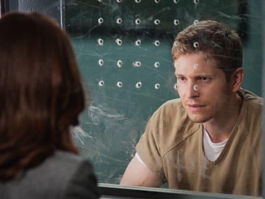 Behind Plexiglass - The Good Wife Season 6 Episode 2