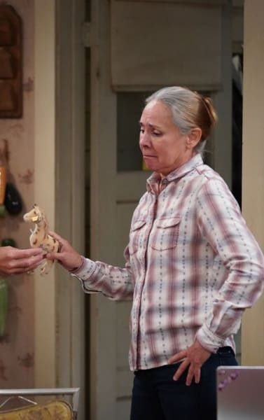 Jackie and the Giraffe - The Conners Season 3 Episode 4
