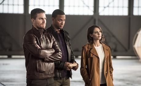 Oliver's Team - The Flash Season 3 Episode 8