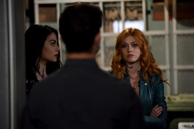 Unwelcome Visit - Shadowhunters Season 3 Episode 4
