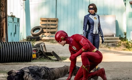 XS and The Flash Hunt The Wrong Guy- The Flash Season 5 Episode 3