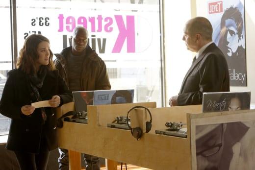 Liz needs some music advice - The Blacklist Season 4 Episode 19