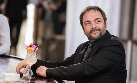 Crowley grabs a drink at the bar - Supernatural Season 12 Episode 3