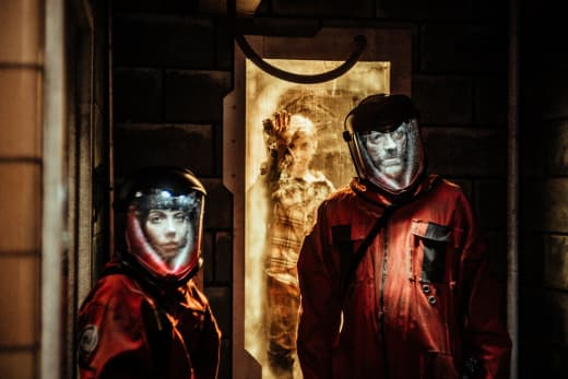 Murphy Searches the Lab - Z Nation Season 4 Episode 11