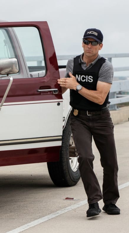 Getting Into Position - NCIS: New Orleans Season 5 Episode 24