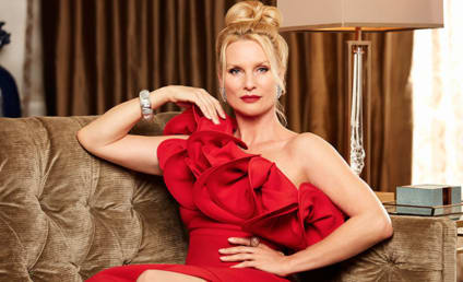 Dynasty: Nicollette Sheridan Cast as Alexis Carrington!!!