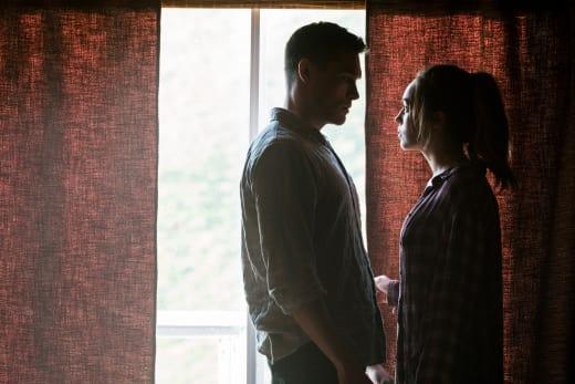 Jake and Alicia sitting in a tree. - Fear the Walking Dead Season 3 Episode 5