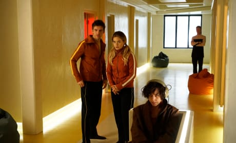 David, Syd, and Lenny at Clockworks - Legion Season 1 Episode 1