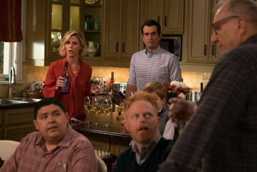 Christmas in the Kitchen - Modern Family Season 10 Episode 10