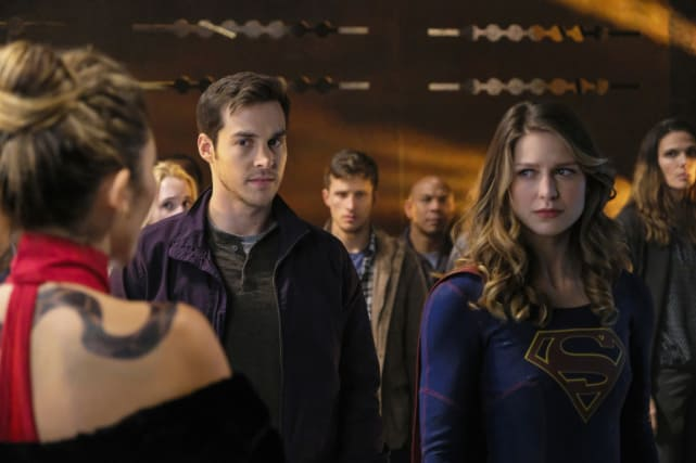 Mon el and kara in trouble supergirl season 2 episode 9