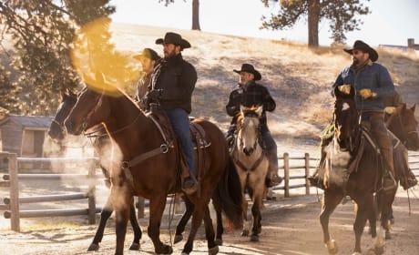 Wranglers On the Move - Yellowstone Season 2 Episode 9