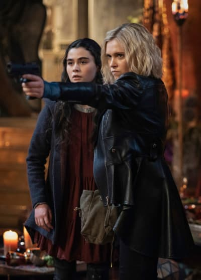 Clarke and Madi and A Gun - The 100 Season 7 Episode 13