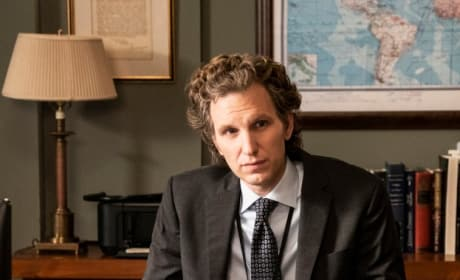 Jay at His Desk - Madam Secretary Season 5 Episode 12