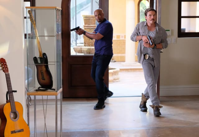 Entering the House - Lethal Weapon Season 2 Episode 3