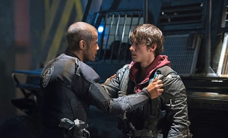 Miller and Bryan Having A Moment - The 100 Season 3 Episode 6