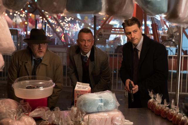 Sneaking Up - Gotham Season 3 Episode 14