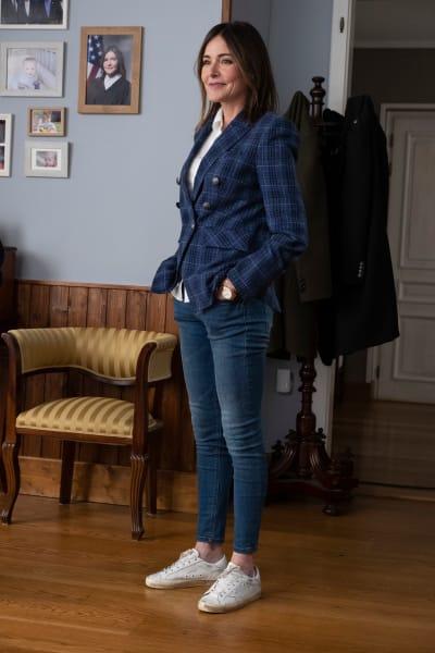 Kelly - Tall - Whiskey Cavalier Season 1 Episode 12